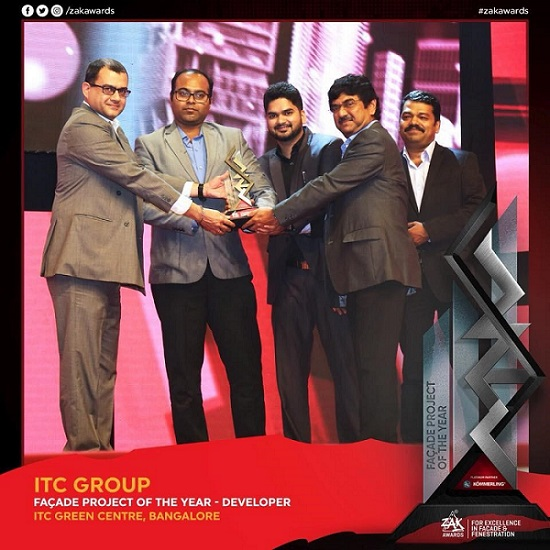 ITC's Central Projects Organisation team receiving the Zak Awards 2017 for ITC Green Centre, Bengaluru