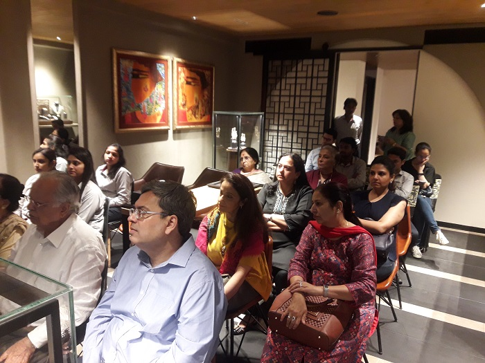 Consumers of JD Solitaire listen to Ms. Nirupa Bhatt, Managing Director of GIA India and Middle East, speak about 'World of Gemstones?