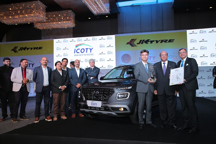 Dr. Raghupati Singhania, CMD, JK Tyre & Industries presenting the 'The Indian Car of the Year 2020' to Mr Bryan Dong Huwy Park (Executive Director - Sales & Marketing), Hyundai Motor India Limited for the 'Hyundai Venue' in presence of the jury members in New Delhi