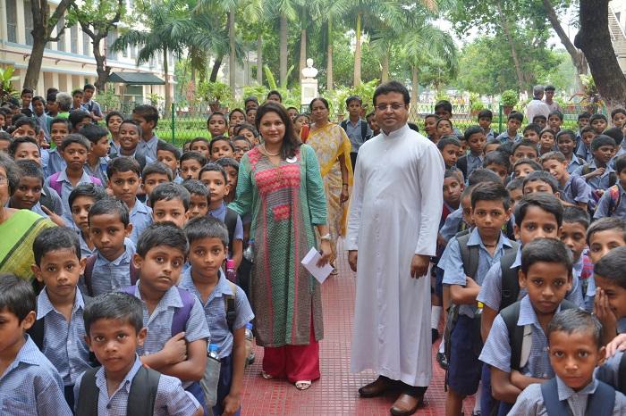 Mrs. Rakhi Basu, Founder, Jyoti Basu Memorial Foundation with the children of Don Bosco Night School and Father Bikash Mondal, Principal, Don Bosco School, Park Circus at the School