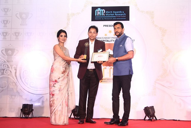 Sanjeev Kapoor gives away India's Most Prominent Food & Hospitality Awards