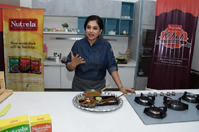 <b>MasterChef Pankaj Bhadouria churning out delightful 100 percent vegetarian kebab dishes with Nutrela Soya</b>&#8220;></td> </tr> <tr> <td width=