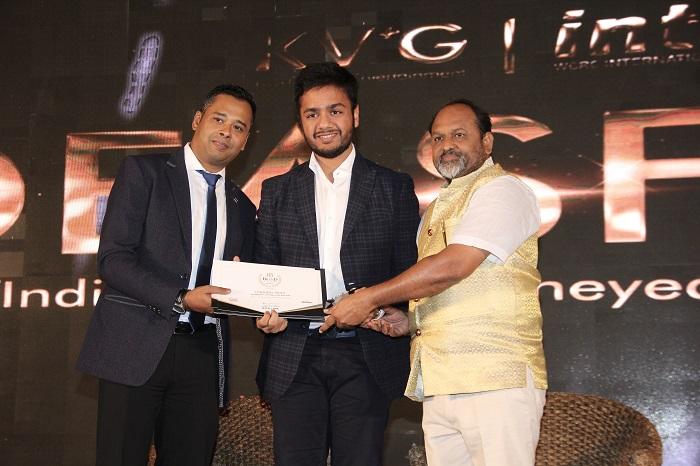 Utkarsh Bansal receiving WCRC Best Brand Award 2018