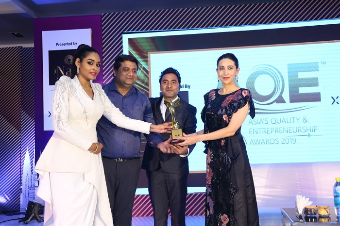 Right to Left - Bollywood Actress Karisma Kapoor, Vinay Arora (Sr. Strategist - Events) and Mr. Parag Anand presenting  Asia Quality and Entrepreneurship Award 2019
