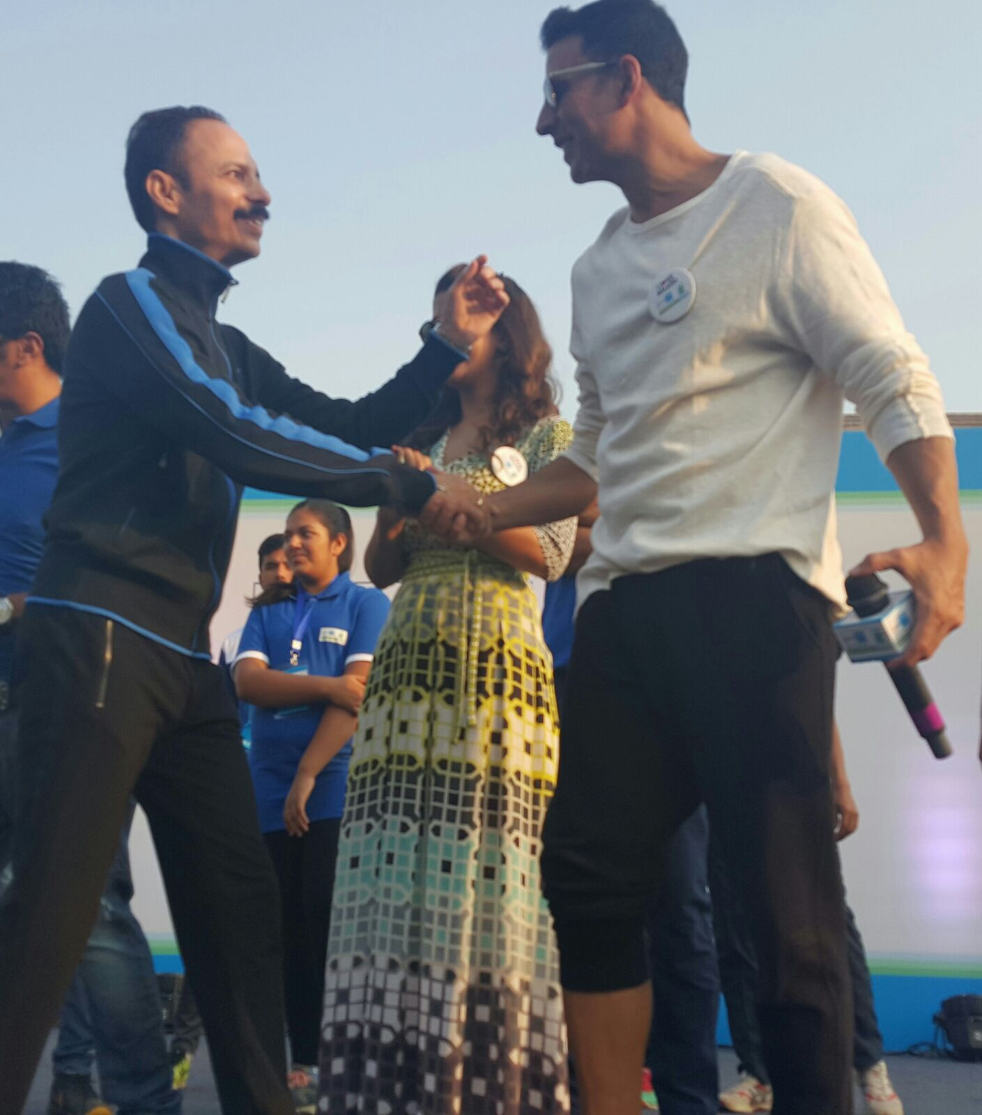 LAST! Akshay and Nimrat Celebrate Airlift's Success!